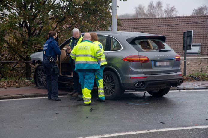 De 66-jarige bestuurder van de Porsche bleek onder invloed te zijn.