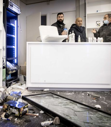 Instagramhit Rotterdamse Memes zamelt geld in voor door rellen getroffen ondernemers