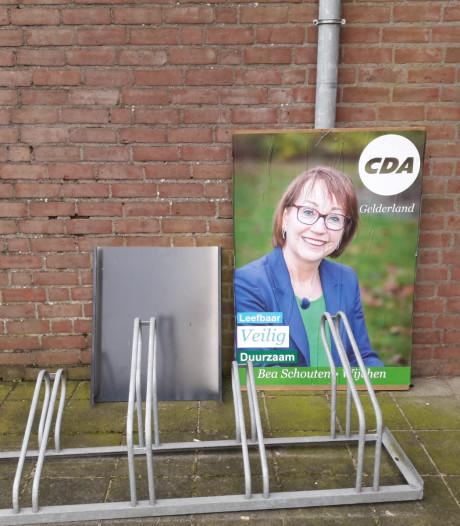 Bord PVV bij stembureau in Leuth omgedraaid