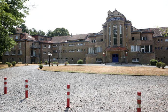 De verbouwingen aan het Kindersanatorium dat herdoopt werd tot Residentie Kluisbos raken niet geregulariseerd.