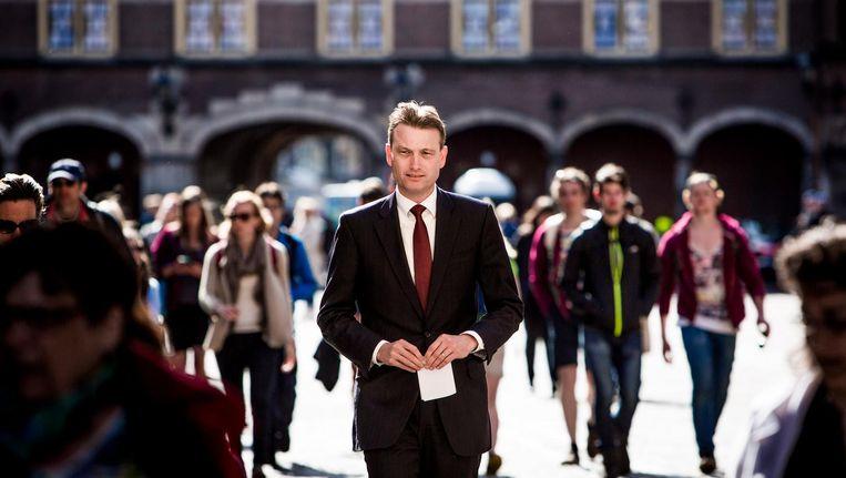 VVD-fractievoorzitter Halbe Zijlstra op het Binnenhof, op weg naar het wekelijkse Bewindspersonenoverleg van de VVD op het ministerie van Algemene Zaken. Beeld Freek van den Bergh / de Volkskrant