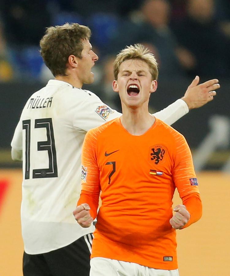 Frenkie de Jong speelde maandagavond op de valreep gelijk met Oranje in Duitsland.