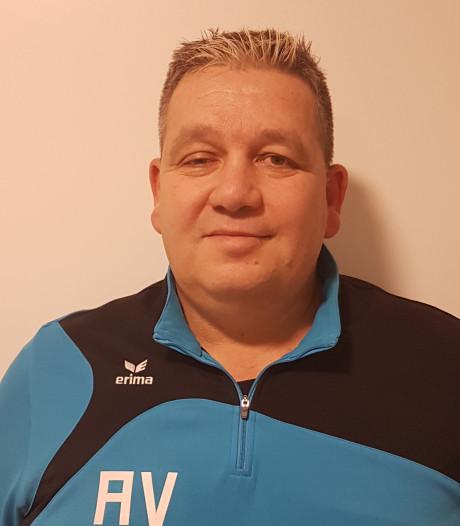 André Vos staat voor eerste klus als hoofdtrainer bij Dussense Boys