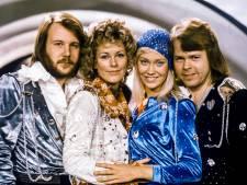 Thiemeloods zendt Eurovisie Songfestival uit op groot scherm, en draait vinylplaatjes van weleer