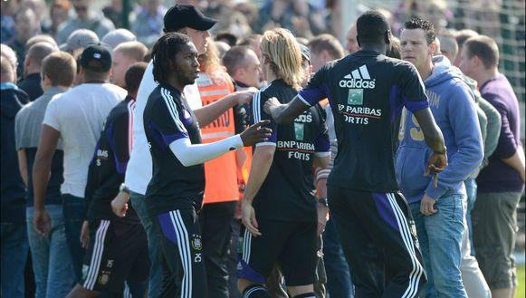 Mei 2013: Anderlecht-fans eisten tijdens een open training uitleg na 'hun slappe gedrag en puntenverlies'