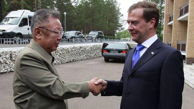 De Noord-Koreaanse leider Kim Jong Il (links) en de Russische president Dmitri Medvedev. Beeld reuters