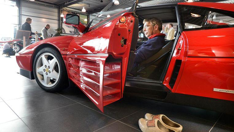Op de kijkdagen van de boedel van oud-directeur Ger Visser van Eurocommerce staat ook een Ferrari. Beeld null