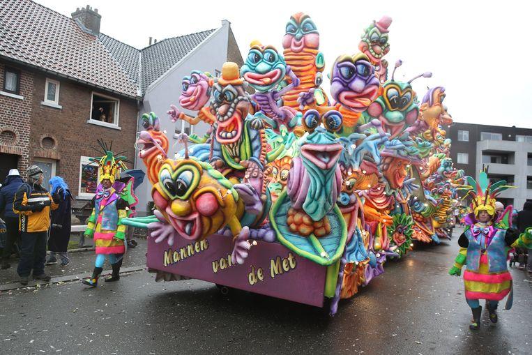 De praalwagen waarmee De Mannen van de Met vorig jaar deelnamen. Het was de laatste in polyester.