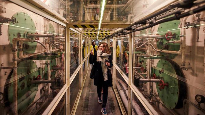 Het ss Rotterdam bij Katendrecht is dit weekeinde afgeladen met designschatten voor de beurs OBJECT Rotterdam. De normaal ontoegankelijke machinekamers van het schip zijn dan ook te bezoeken.