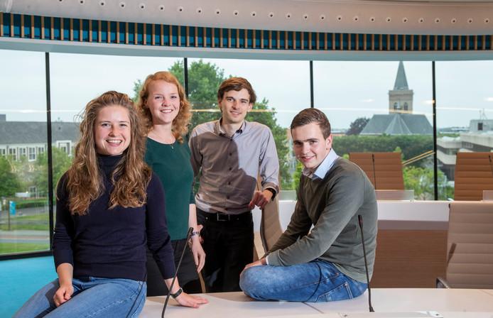 Lara Hoogenbosch, Hanneke Pars, Stephan Neijenhuis en Thijs van Silfhout van de Edese Jongerenraad.