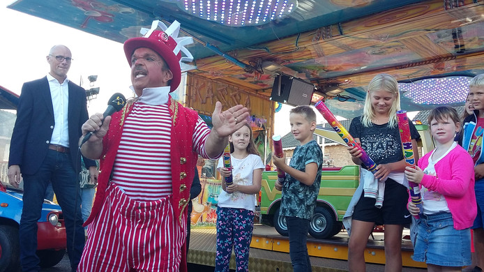 Clown Milko Steyvers opent de Schaijkse kermis. Foto: Inge Reijnen