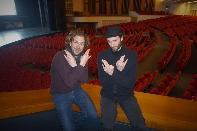 Sebastien Dewaele (rechts) en Tom Vanrijckeghem spelen de typetjes Alain en Ook Alain van Preuteleute