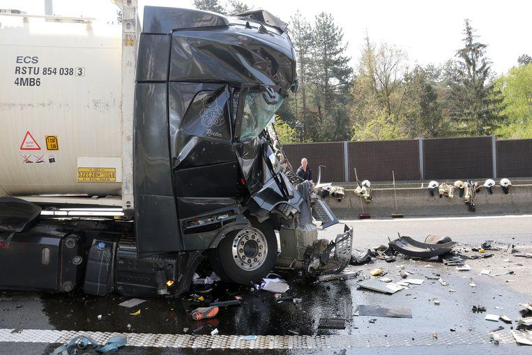De chauffeur van de vrachtwagen overleefde de klap niet.