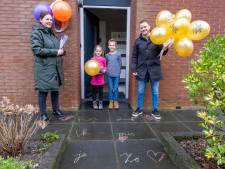 'Supertrotse' juffen en meesters brengen rapporten thuis bij basisscholieren in Middelburg