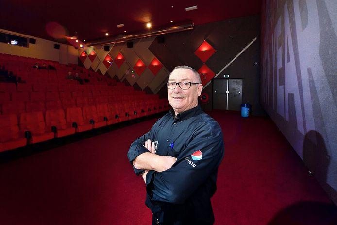 Carlo Lambregts in één van zijn bioscoopzalen in Roosendaal. Foto uit 2016.