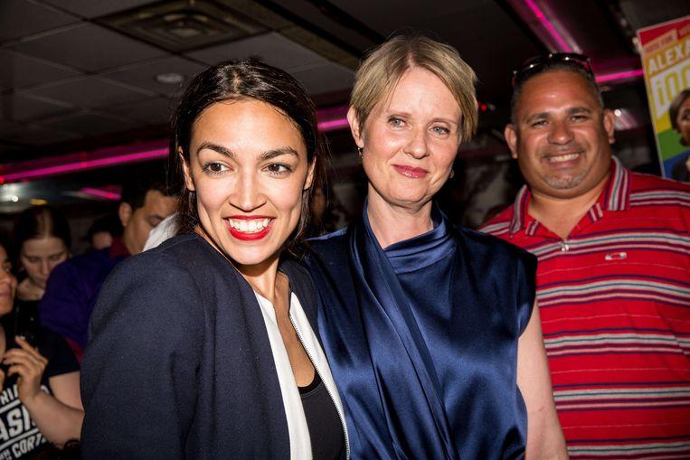 Alexandria Ocasio-Cortez vorig jaar nadat zij tot verbazing van iedereen de Democratische voorverkiezingen won.  Beeld AFP