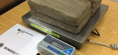 Duitse politie pakt drugskoerier met 5,5 kilo cocaïne net over de grens bij Lobith