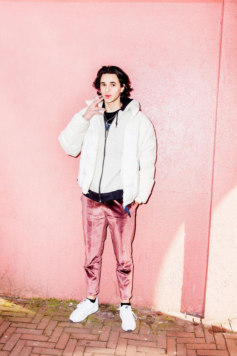 Shahine draagt een jack van The New Originals. Oorspronkelijk 350 euro, maar met korting gekregen uit de winkel van vrienden. Beeld Marie Wanders