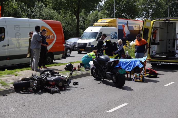 Een motorrijder is gewond geraakt bij een ongeval op de Anthony Fokkerweg in Eindhoven.