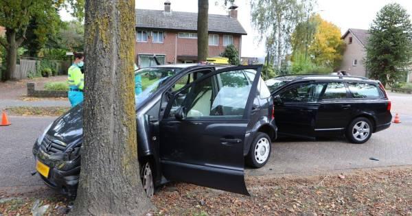 Automobiliste gewond na botsing tegen een boom in Helvoirt.