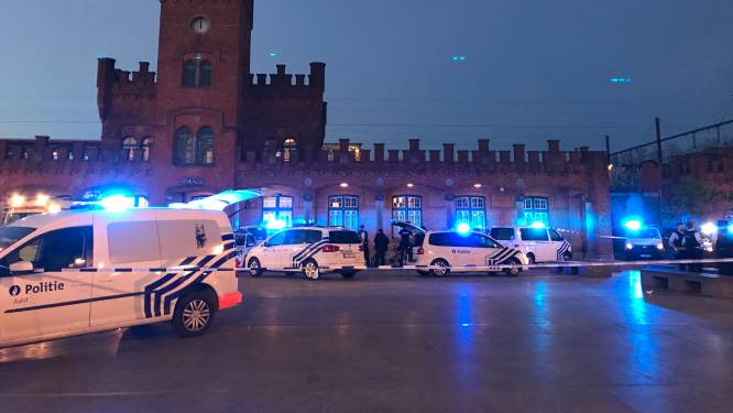 Videobeelden duiken op van seconden nadat gewapende man werd neergeschoten aan station van Aalst