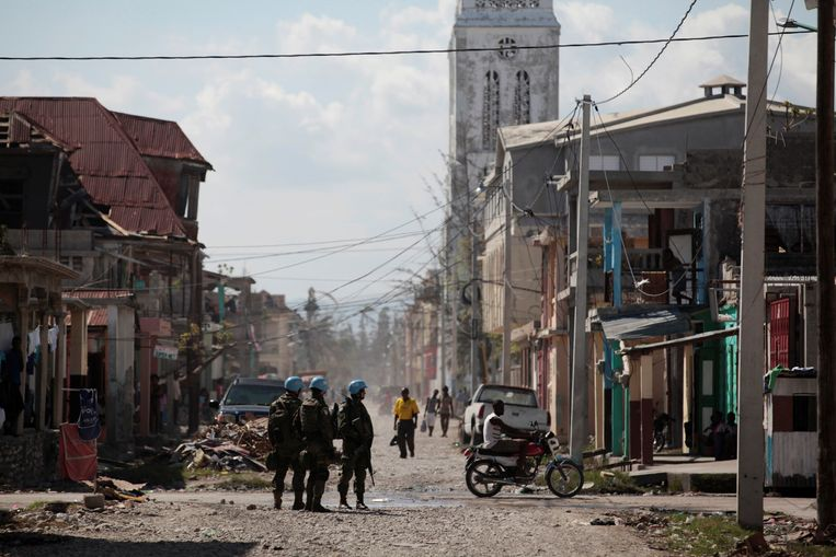 Braziliaanse blauwhelmen op patrouille in Haïti kort nadat het land in 2016 was getroffen door de orkaan Matthew.  Beeld null
