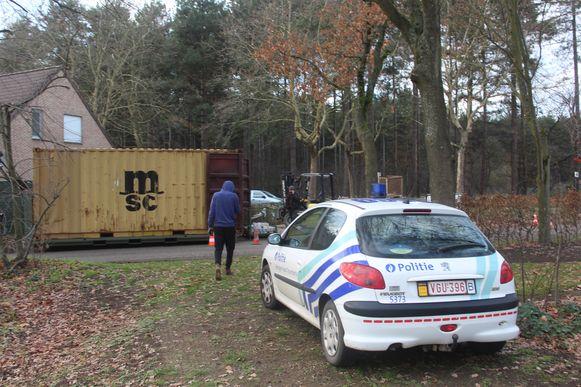 De politie en de Civiele Bescherming vielen dinsdag binnen op dertien verschillende locaties