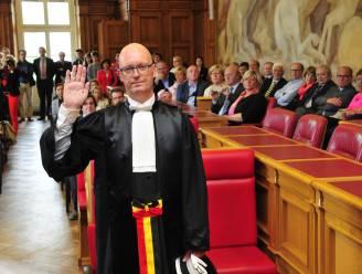 Topmagistraat Sabbe krijgt schorsing van zes maanden (deels met uitstel)  voor expliciete berichten en foto aan ondergeschikte