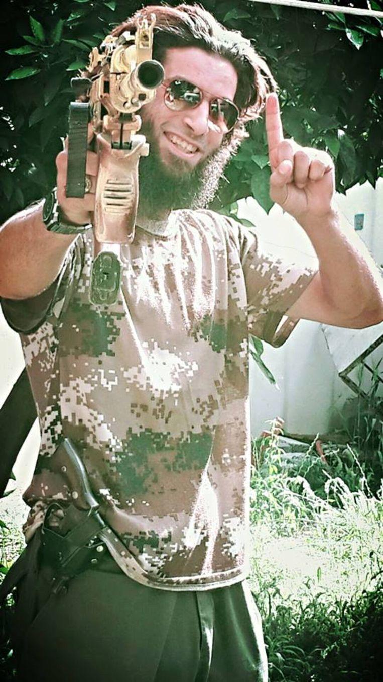 Jadaoun postte deze foto in april 2016 op zijn Facebookaccount met de naam Yvan Plurien. Onder de vind-ik-leuks: Sohaib Amaouch, de zoon van de radicale imam uit Verviers van wie we al wisten dat Jadaoun hem tot terreur met kettingzagen heeft proberen aan te zetten.