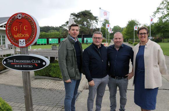Wim Heylen van Golfclub Witbos samen met minister Koen Van den Heuvel, de voorzitter van de golfclub Patrik De Cat en burgemeester Mien Van Olmen.