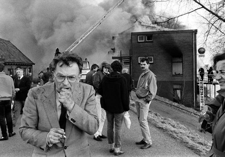Hans Janmaat, leider van de Centrumdemocraten, na de aanslag op een hotel in Kedichem, maart 1986. Hij vergaderde daar met de CD. Beeld Hollandse Hoogte / William Hoogteyling