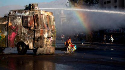 Harde beelden: pantserwagens verpletteren demonstrant in Chili