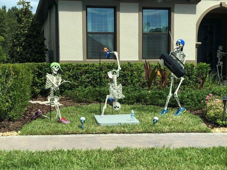 Dag Halloween.Hilarisch Halloween Skeletten Poseren Elke Dag In Een Ander
