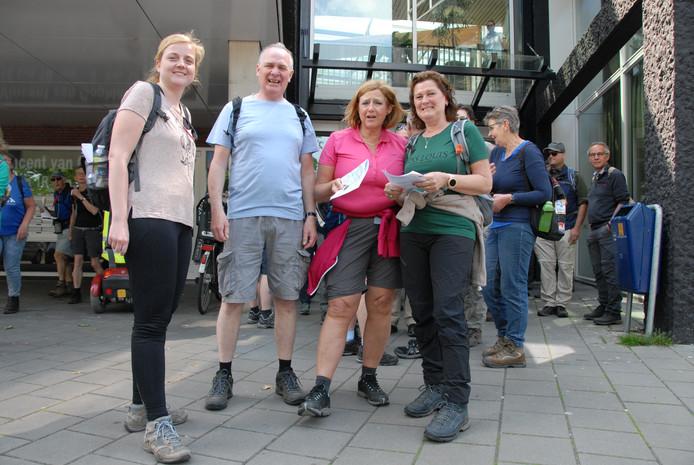 Kort voor de aanvang van de 25 km op dag twee van de Bossche Avondvierdaagse.