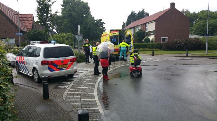 Politie en ambulance aanwezig op de plek van het ongeval.