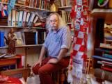 Paul Spapens, goed voor 111 boeken, krijgt vandaag van prinses Beatrix een Zilveren Anjer
