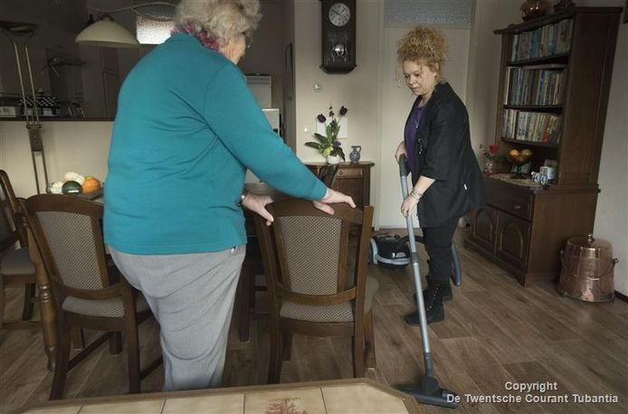 Het abonnement voor huishoudelijke ondersteuning is in Oldenzaal zo populair, dat het de gemeente handenvol geld kost. Reden waarom de raad dit uit het takenpakket van de WMO wil halen.