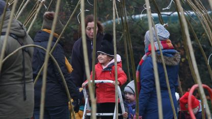 Iedereen bouwt mee aan wilgenhutten voor avontuurlijke speelplaats basisschool Konkelgoed