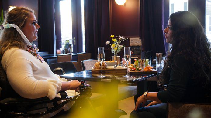 Judith en Luana in Café 't Wapen in Assen