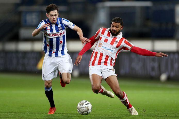 Joshua Sanches maakte zijn debuut in de basis bij TOP Oss en scoorde tegen zijn oude club Heerenveen.