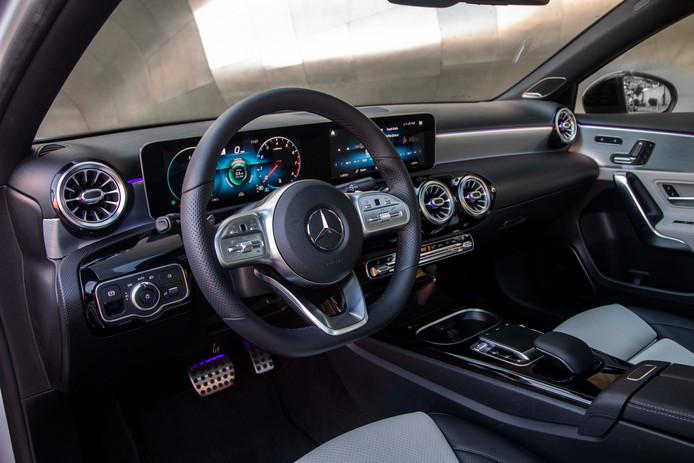Geen pook meer voor de handgeschakelde versnellingsbak: steeds meer nieuwe auto's, zoals deze Mercedes A-Klasse, hebben een automaat
