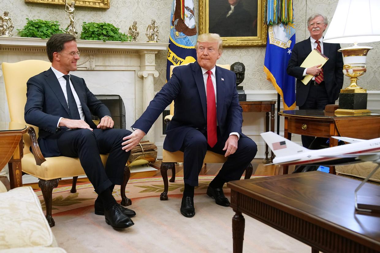 Premier Rutte donderdag op bezoek bij president Trump in het Witte Huis. Rechts veiligheidsadviseur John Bolton.  Beeld Chip Somodevilla / Getty