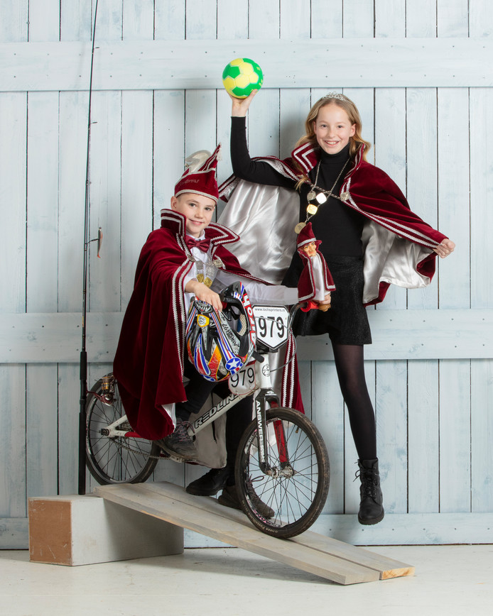 Jeugdprins en -prinses Tom Overdijk en Maud Slot