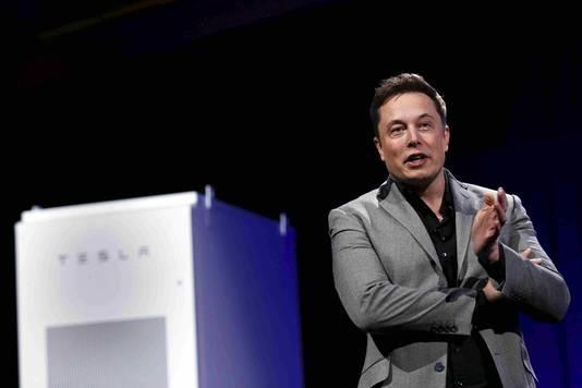 Tesla-directeur Elon Musk bij de presentatie van de Powerwall in april van dit jaar.