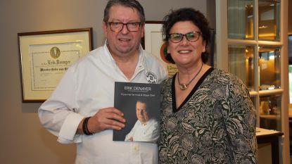 Chef Hof ter Imde krijgt boek cadeau van levenspartner voor 30-jarige carrière