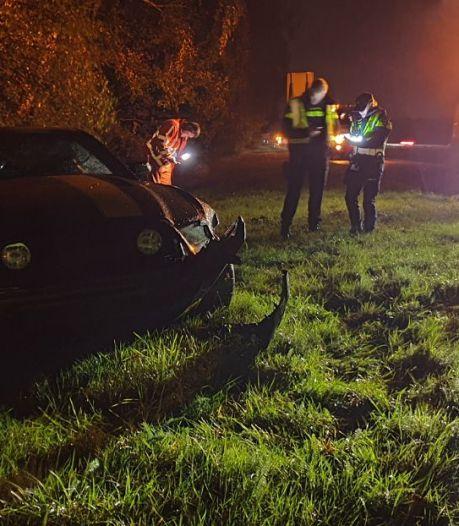 Eenzijdig ongeval op A35 bij Hengelo: auto schiet de berm in