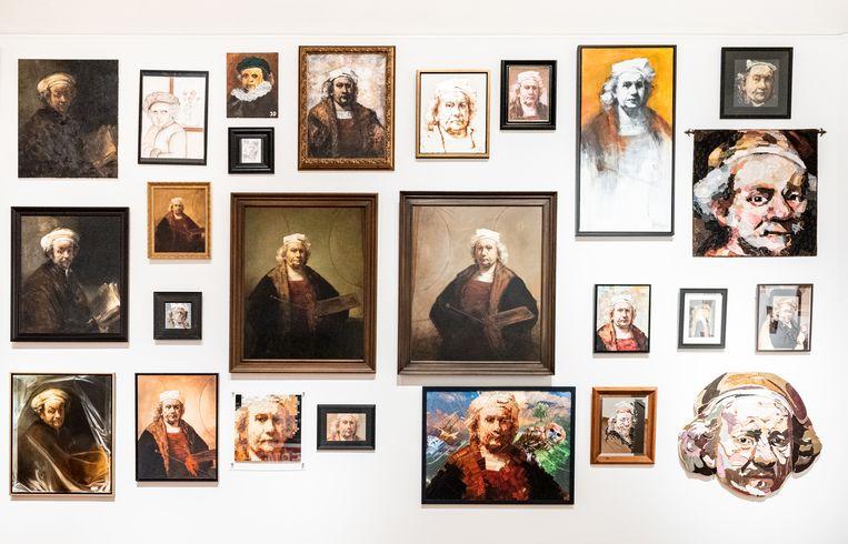 De tentoonstellingszaal rondom het thema Zelfportret in opbouw. Beeld Simon Lenskens
