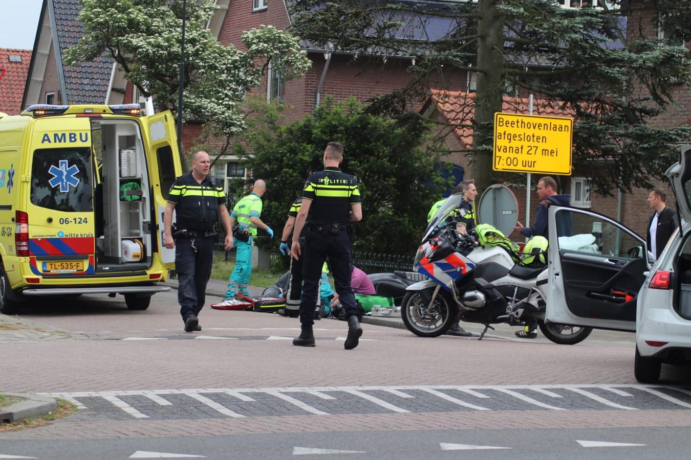 Op de hoek Arnhemseweg-Beethovenstraat in Apeldoorn gebeurde zondagmiddag een ernstig ongeval.