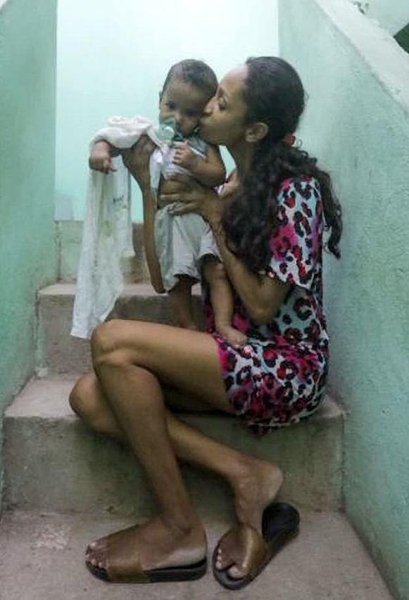 Twintig dagen nadat ze uit haar coma ontwaakte, mocht Amanda -samen met haar zoontje- naar huis.