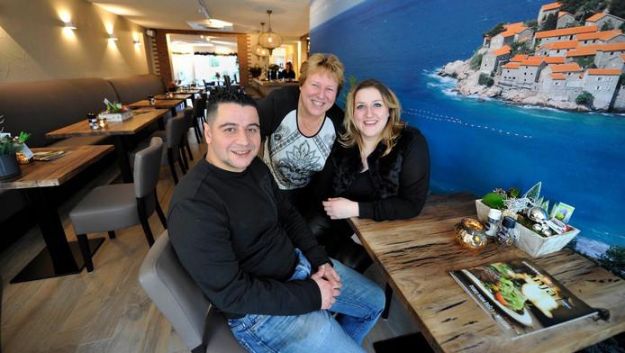 Familie Radovanovic in hun nieuwe Joegoslavisch resstaurant Banja